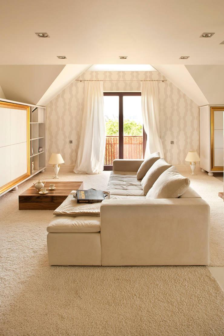 Apartament na Klecinie : styl , w kategorii Salon zaprojektowany przez Jeżewska & Zakrawacz