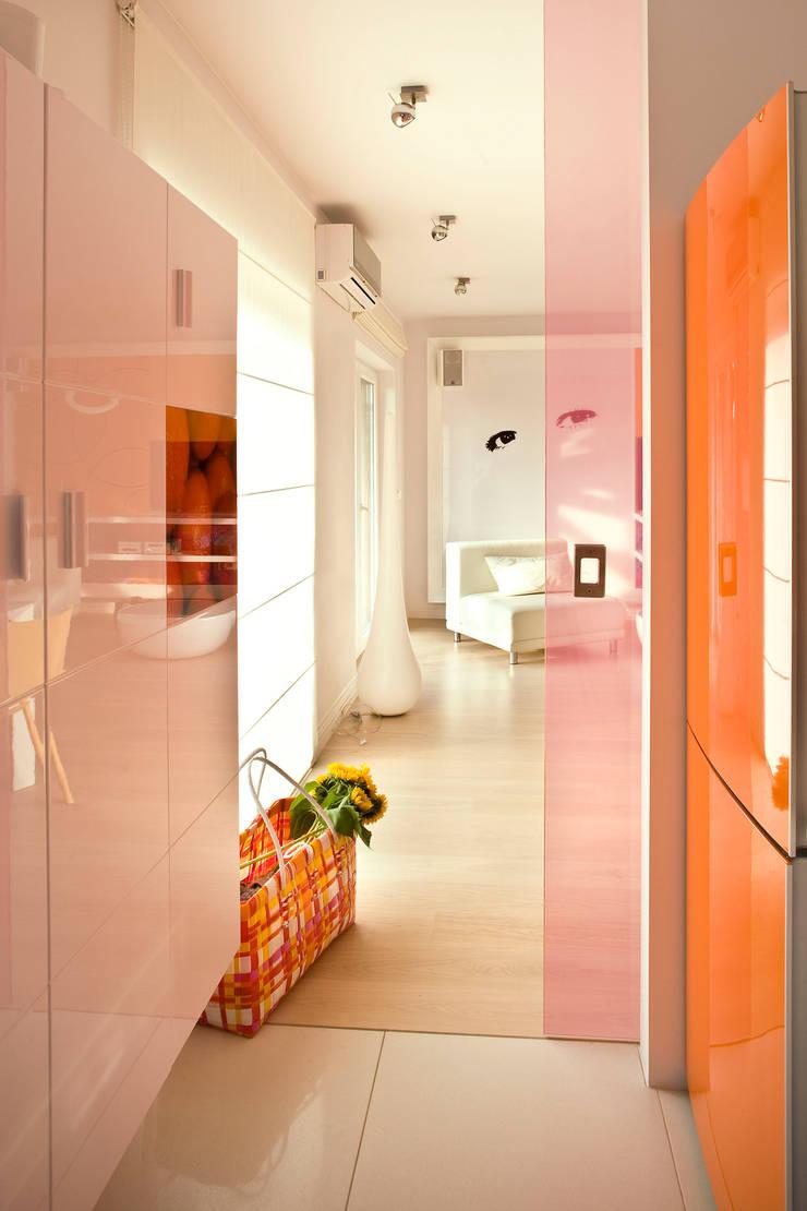 Dom w Kiełczowie : styl , w kategorii Salon zaprojektowany przez Jeżewska & Zakrawacz