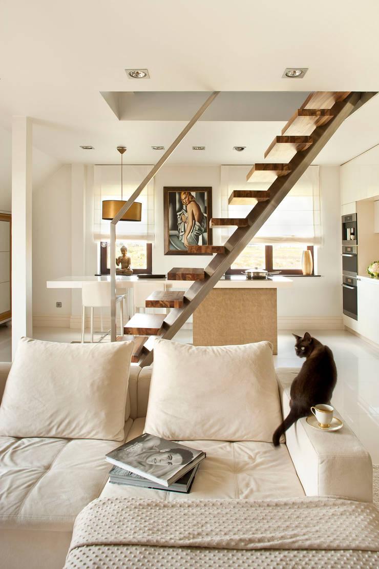 Apartament na Klecinie : styl , w kategorii Kuchnia zaprojektowany przez Jeżewska & Zakrawacz
