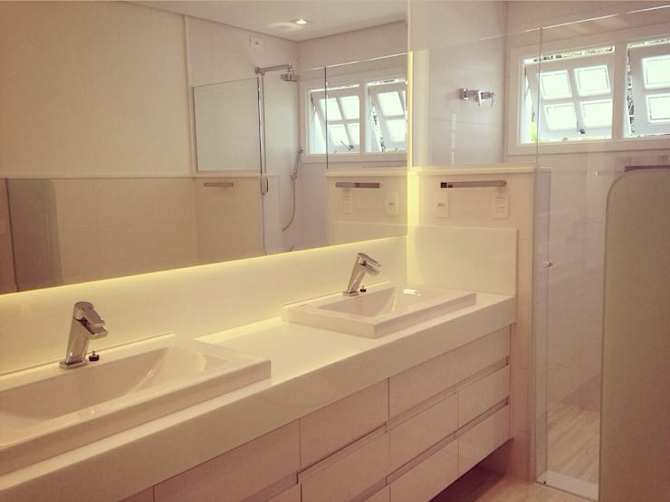 Residência Santana: Banheiros  por ArchDuo Arquitetura,Moderno Pedra