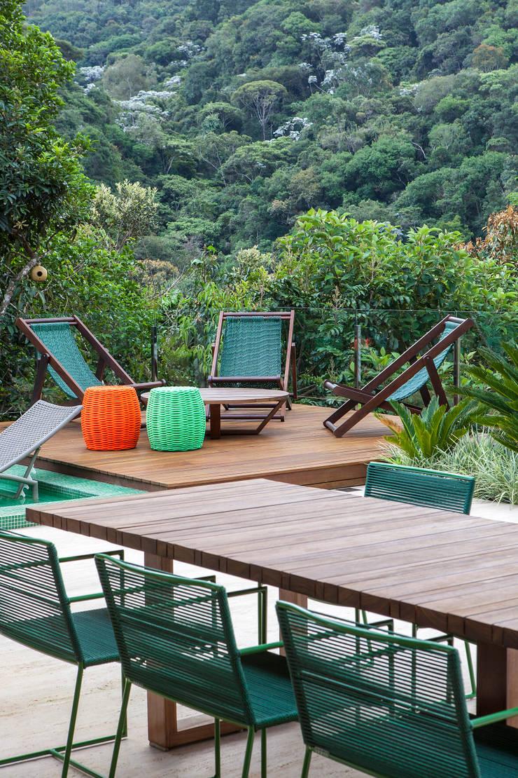 Pool by Márcia Carvalhaes Arquitetura LTDA.,
