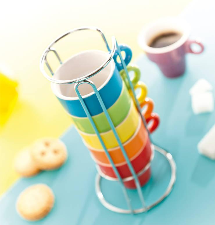 Conjunto de 5 chávenas de café com suporte em metal: Cozinha  por DeBORLA