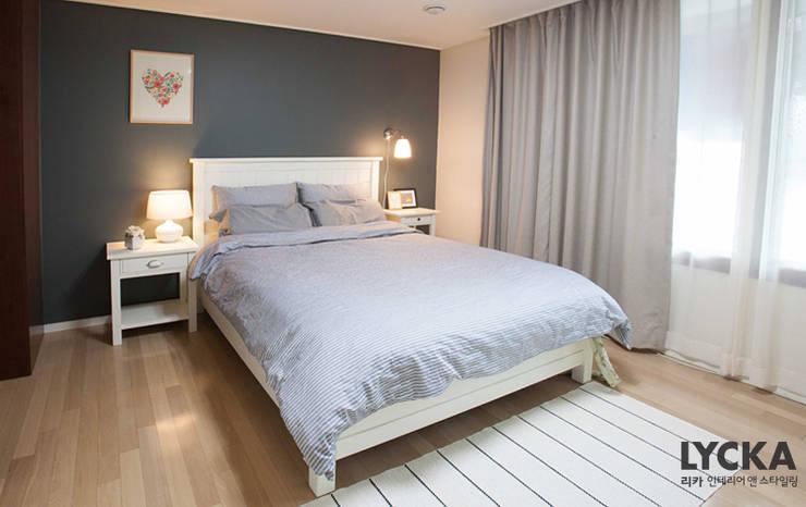 내추럴 스타일 인테리어 역삼그레이튼아파트: LYCKA interior & styling의  침실,북유럽