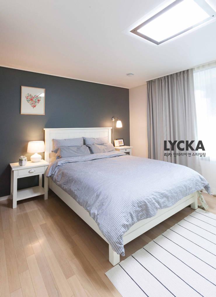 내추럴 스타일 인테리어 역삼그레이튼아파트: LYCKA interior & styling의  침실