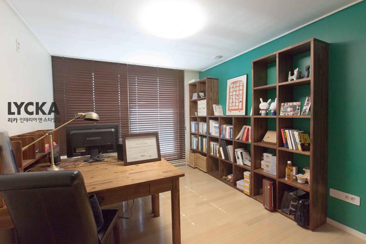 내추럴 스타일 인테리어 역삼그레이튼아파트: LYCKA interior & styling의  서재 & 사무실,북유럽
