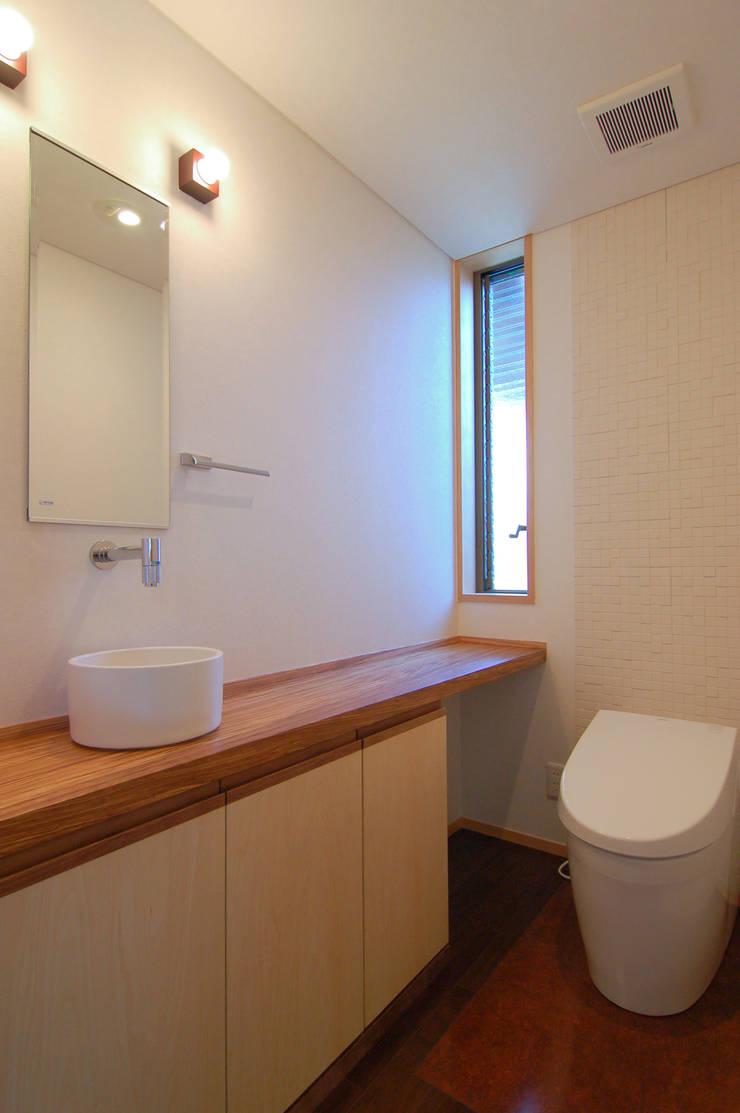 新宮の家: 今村建築一級建築士事務所が手掛けた浴室です。