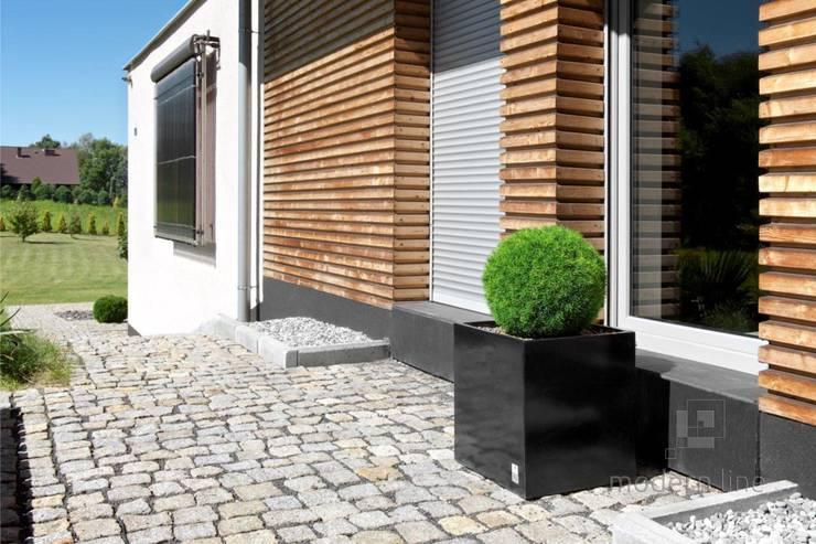 Betonowy detal w przestrzeni publicznej: styl , w kategorii Biurowce zaprojektowany przez Modern Line