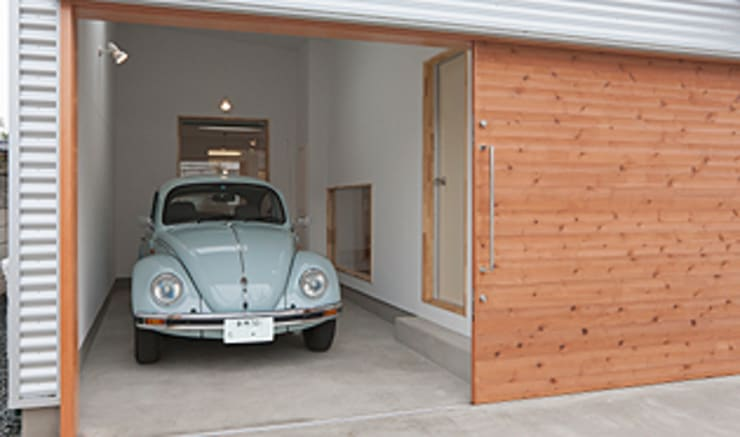 Garage/shed by 株式会社デザインスタジオ麦工房