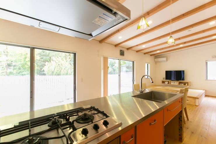 葛城の家: 株式会社 atelier waonが手掛けたキッチンです。