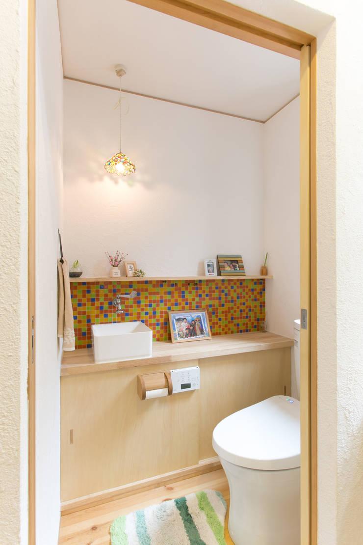 葛城の家: 株式会社 atelier waonが手掛けた浴室です。