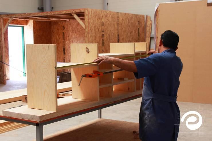 Mobiliario: Salas de estilo  por Elaboratorio