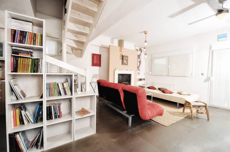 Salas / recibidores de estilo mediterraneo por studio matteo fieni