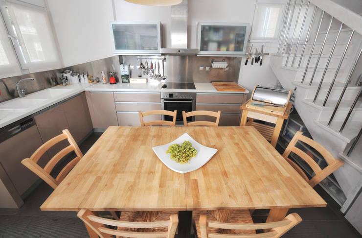 mediterranean Kitchen by studio matteo fieni