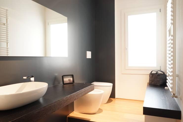 Appartamento G+S: Bagno in stile  di Andrea Gaio Design