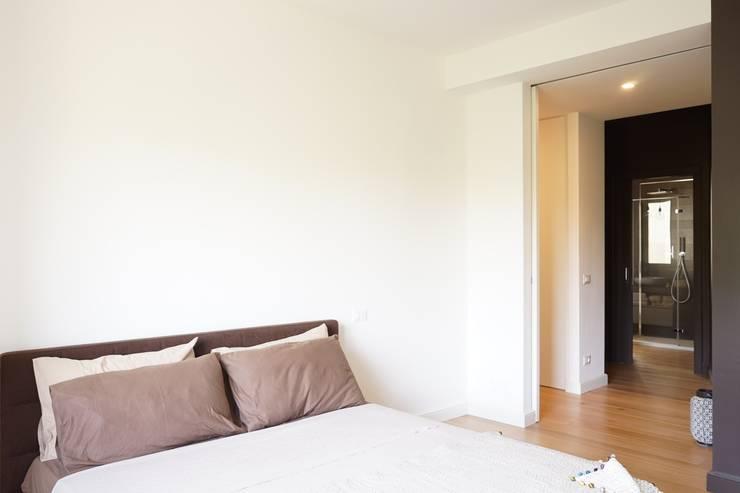 Appartamento G+S: Camera da letto in stile  di Andrea Gaio Design