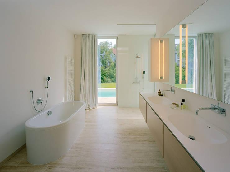 SILVERGIRL: moderne Badezimmer von DREER2