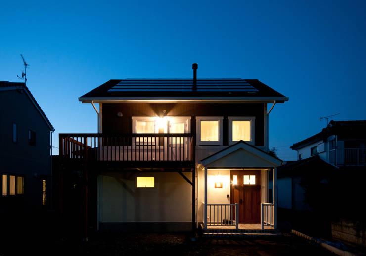 Casas de estilo  por アトリエdoor一級建築士事務所, Clásico Madera Acabado en madera