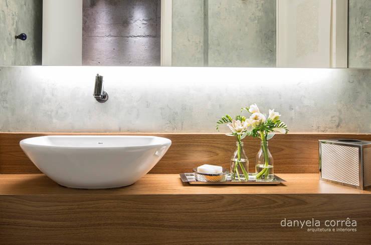Casas: Banheiros  por Danyela Corrêa,