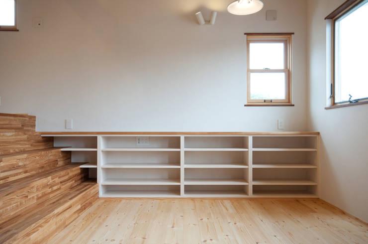Comedores de estilo  por アトリエdoor一級建築士事務所, Clásico Madera Acabado en madera