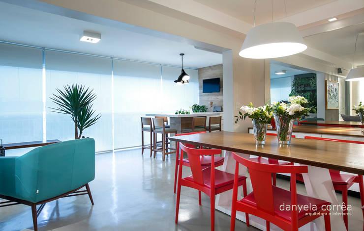 Casas: Salas de estar  por Danyela Corrêa,
