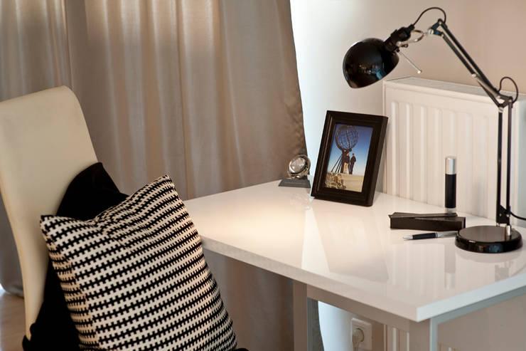 BIAŁE WNĘTRZE: styl , w kategorii Domowe biuro i gabinet zaprojektowany przez IDAFO projektowanie wnętrz i wykończenie