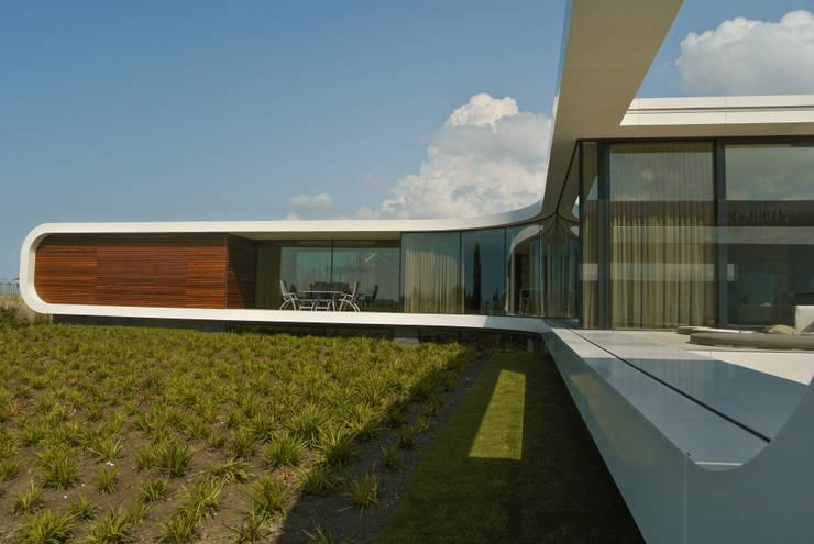 Villa New Water: moderne Huizen door Waterstudio.NL
