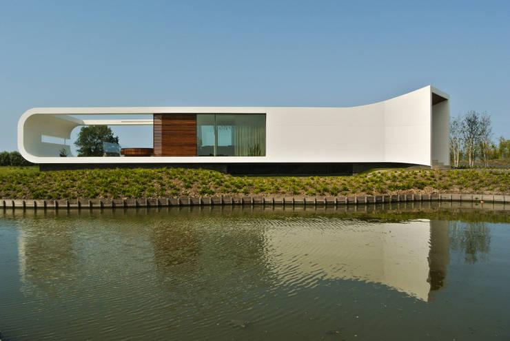 Villa New Water:  Huizen door Waterstudio.NL, Modern