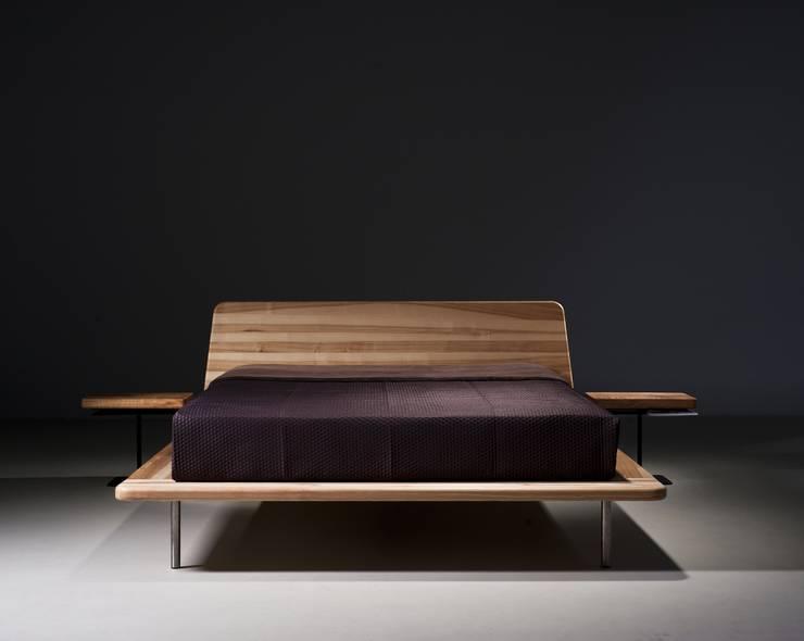 MAZZIVO Bed Letto - solid ash wood: styl , w kategorii Sypialnia zaprojektowany przez mazzivo konzept + gestaltung przemysław mitręga