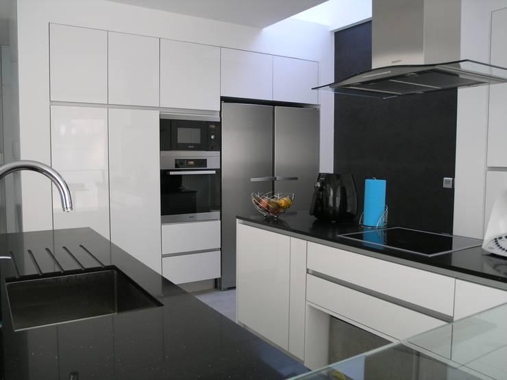 Pure White: Cozinha  por CW