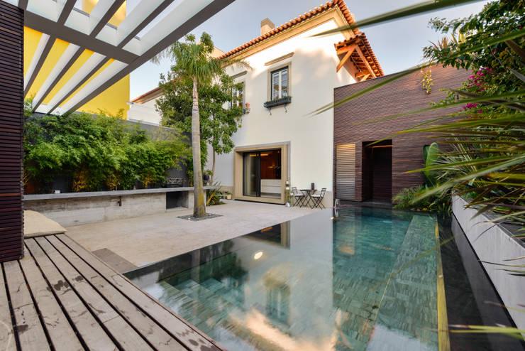 สระว่ายน้ำ by Ricardo Moreno Arquitectos