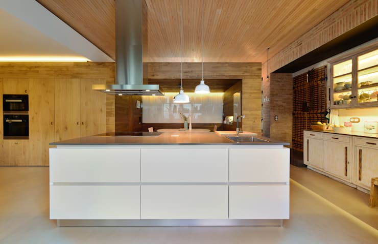 Kitchen by Ricardo Moreno Arquitectos