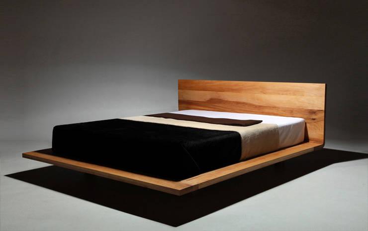 MAZZIVO - Bed MOOD - solid alder wood: styl , w kategorii Sypialnia zaprojektowany przez mazzivo konzept + gestaltung przemysław mitręga,