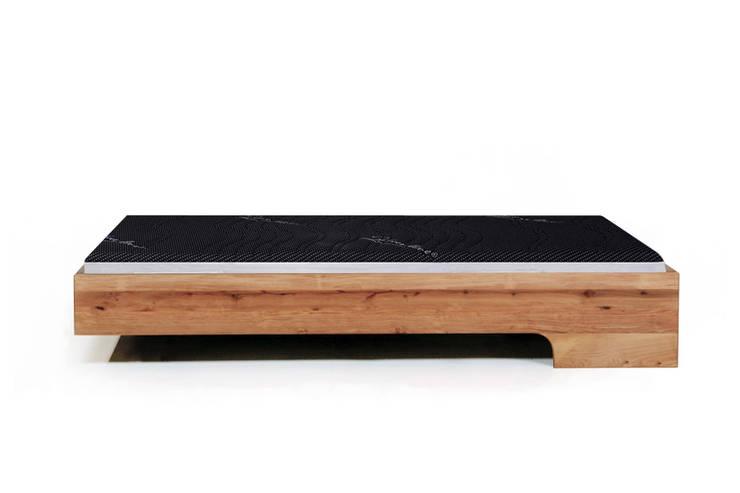 MAZZIVO bed LOOP - solid alder wood: styl , w kategorii Sypialnia zaprojektowany przez mazzivo konzept + gestaltung przemysław mitręga,