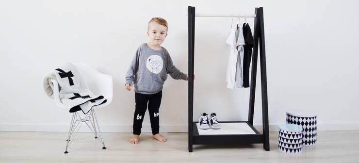 Mini Wardrobe Monochrome:  Kinderzimmer von homify