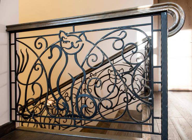 Дизайн проект интерьера загородного дома в КП Покровский: Коридор и прихожая в . Автор – r-interiors,