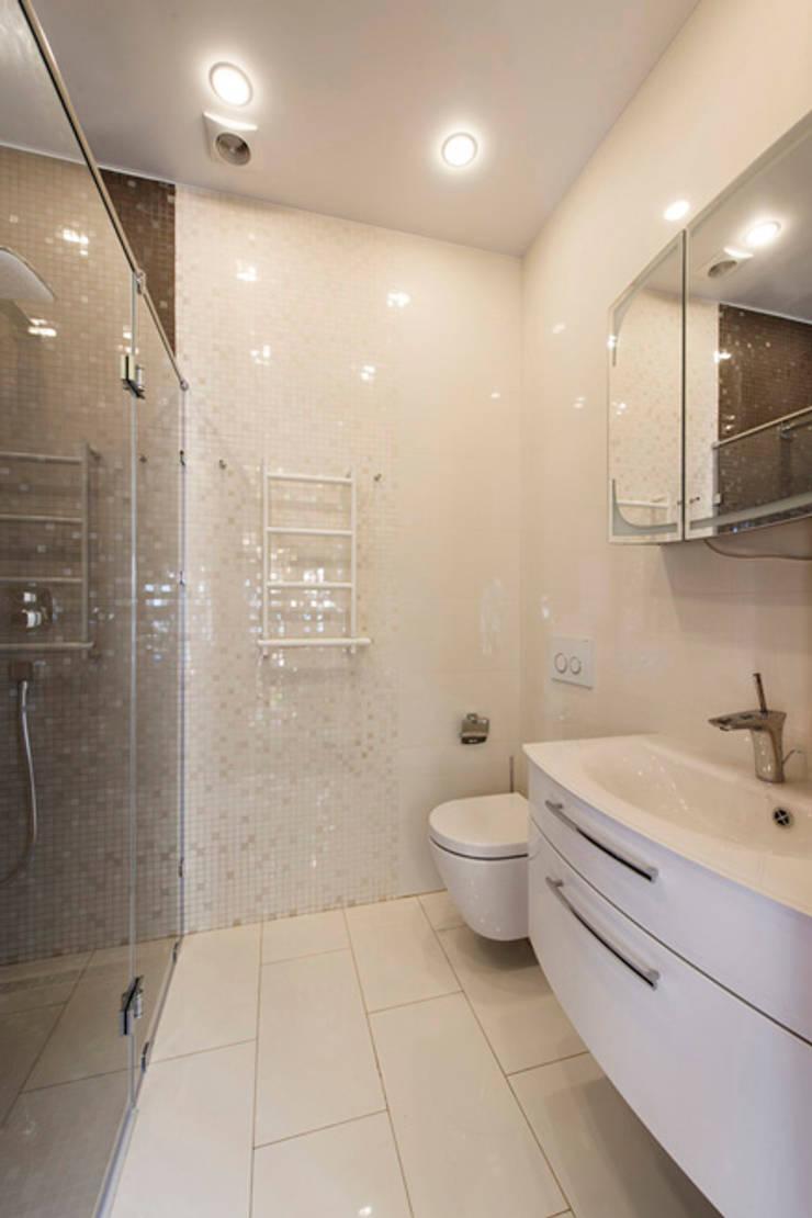 Дизайн проект интерьера загородного дома в КП Покровский: Ванные комнаты в . Автор – r-interiors,