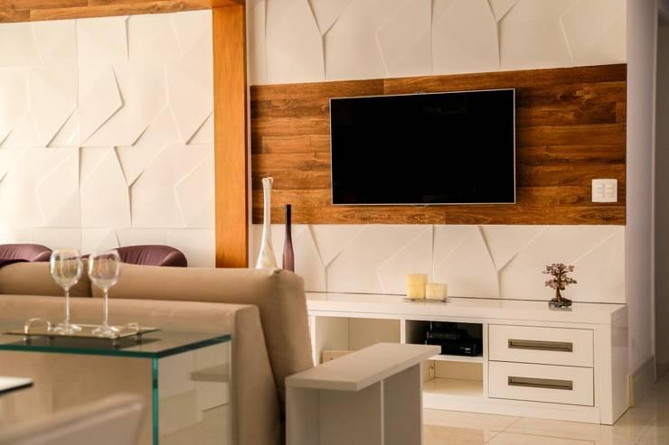 Accanto: Salas de estar modernas por Z3