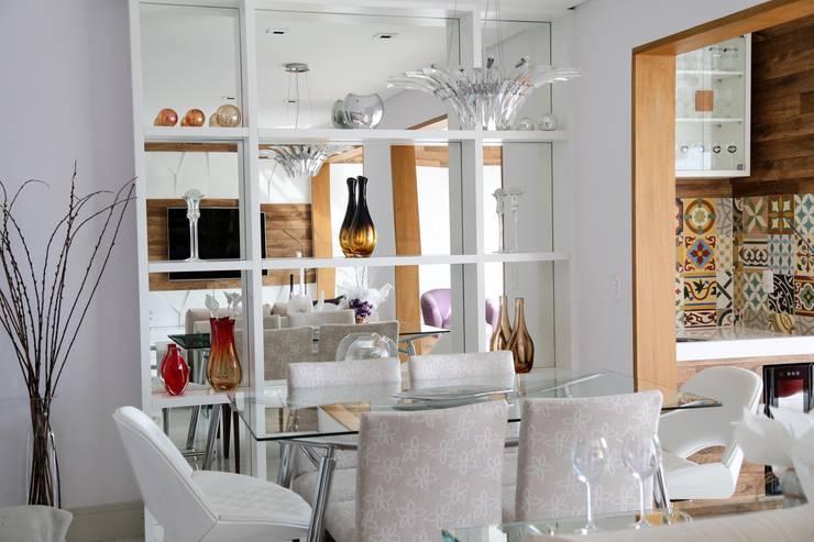 Accanto: Salas de jantar modernas por Z3