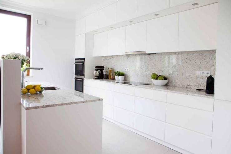 Realizacja 12 : styl , w kategorii Kuchnia zaprojektowany przez MGN Pracownia Architektoniczna,