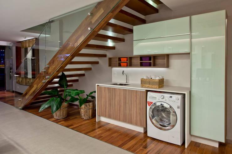 Showroom: Casa  por Ampla Ambientes