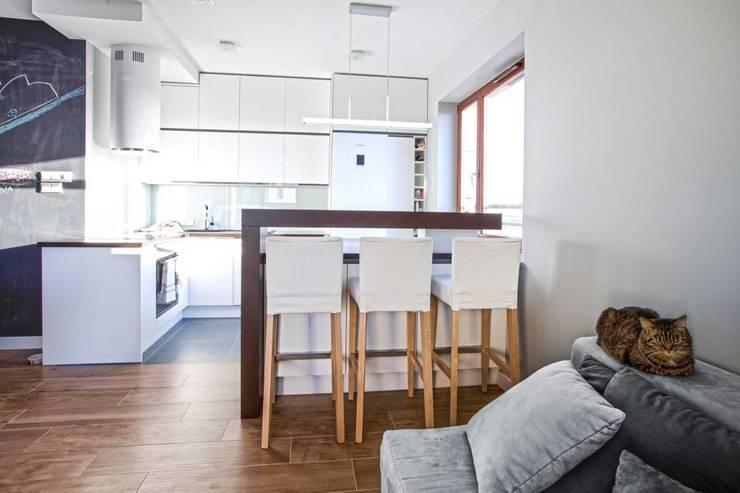 Realizacja 8: styl , w kategorii Jadalnia zaprojektowany przez MGN Pracownia Architektoniczna