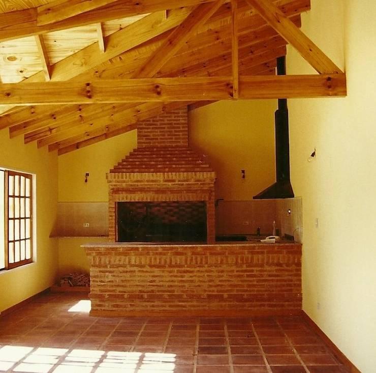 Quinchos, Parrillas y Hogares: Terrazas de estilo  por Arquitecto Oscar Alvarez