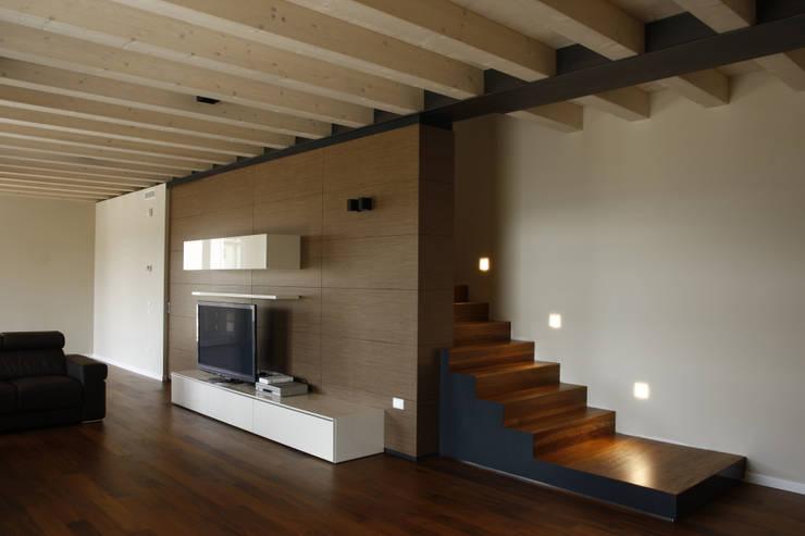 Salas / recibidores de estilo  por Andrea Gaio Design