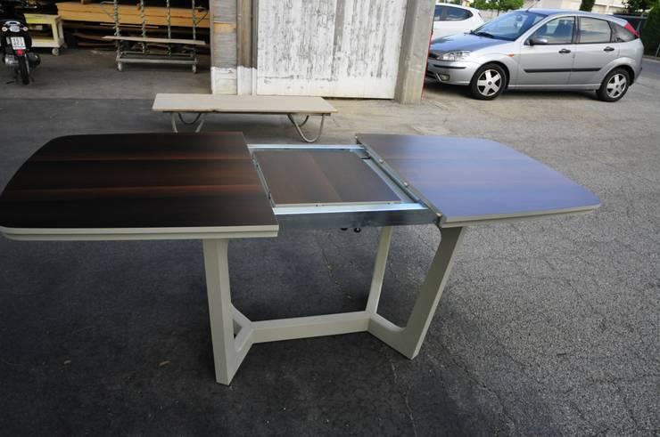 tavolo mario : Casa in stile  di ARREDAMENTI MAMA
