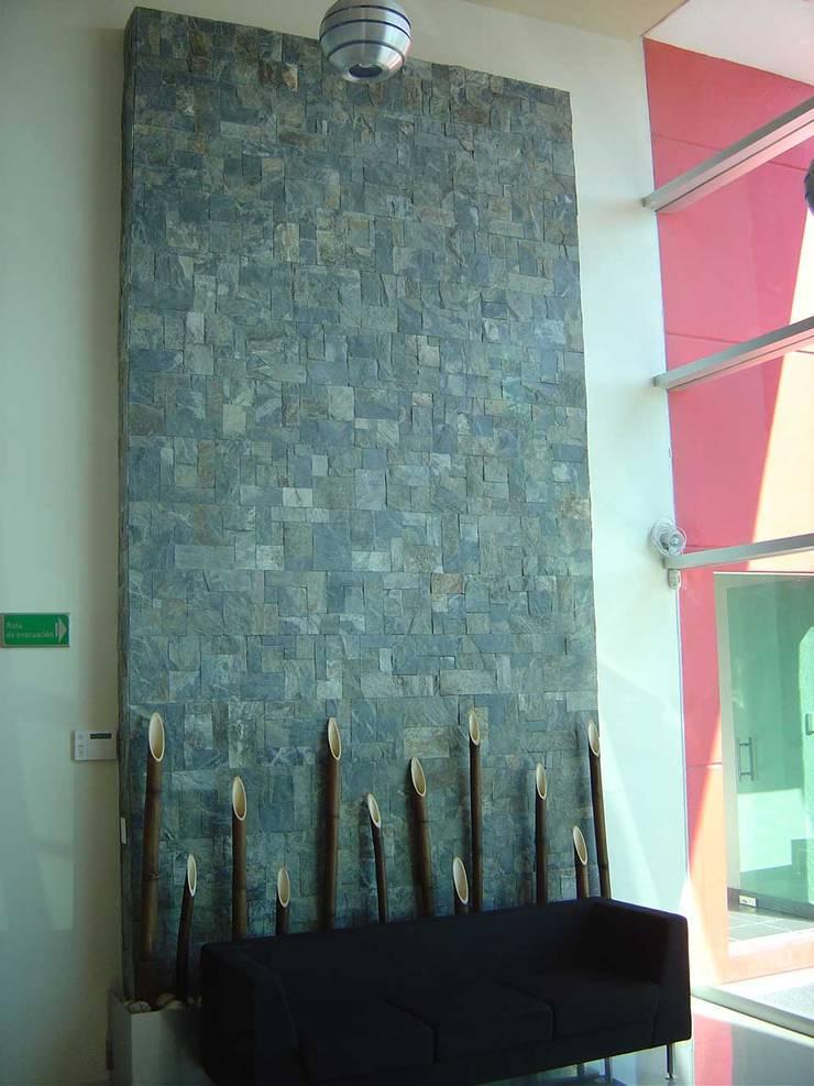 Muro Llorón: Espacios comerciales de estilo  por SANTIAGO PARDO ARQUITECTO