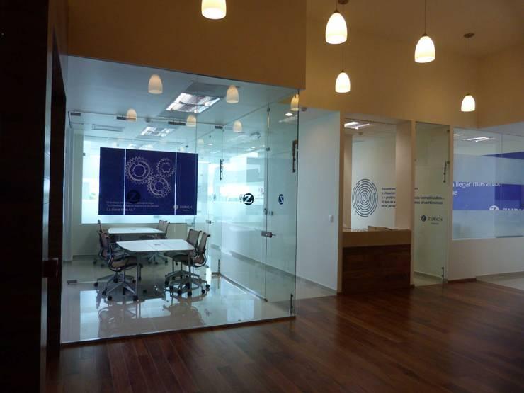 Oficinas: Espacios comerciales de estilo  por SANTIAGO PARDO ARQUITECTO