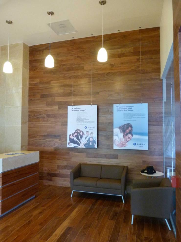 Sala de espera: Espacios comerciales de estilo  por SANTIAGO PARDO ARQUITECTO