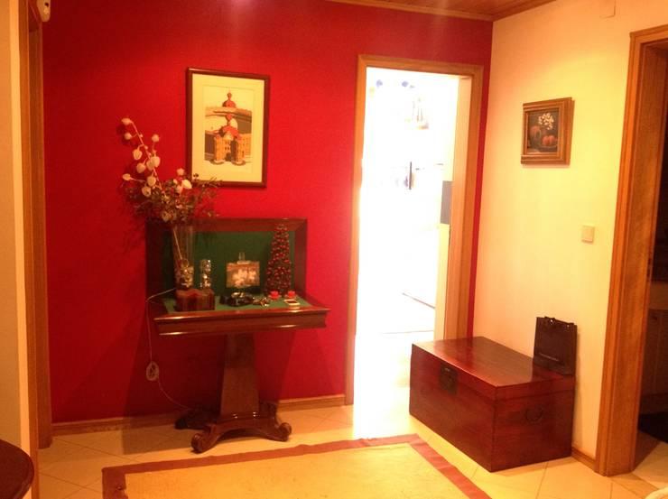 Hall de entrada - Antes:   por Interiores com alma
