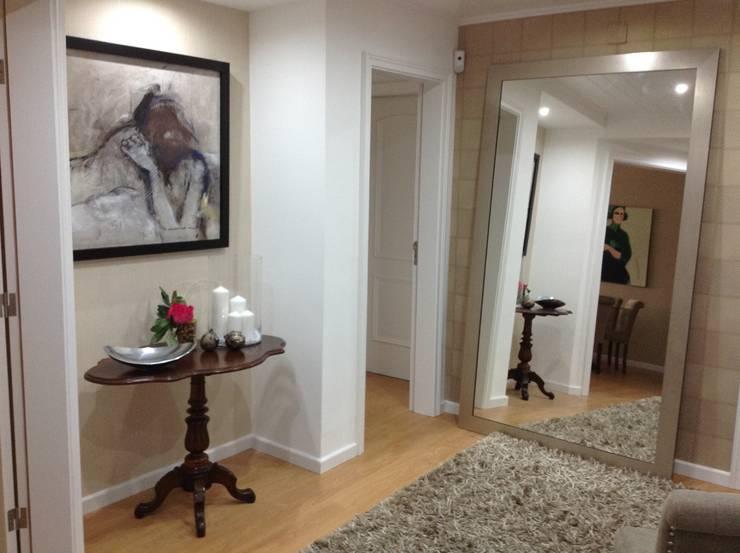 Hall de entrada- Depois:   por Interiores com alma