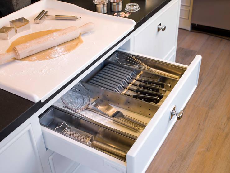 Cubertero: Cocinas de estilo  de DEULONDER arquitectura domestica